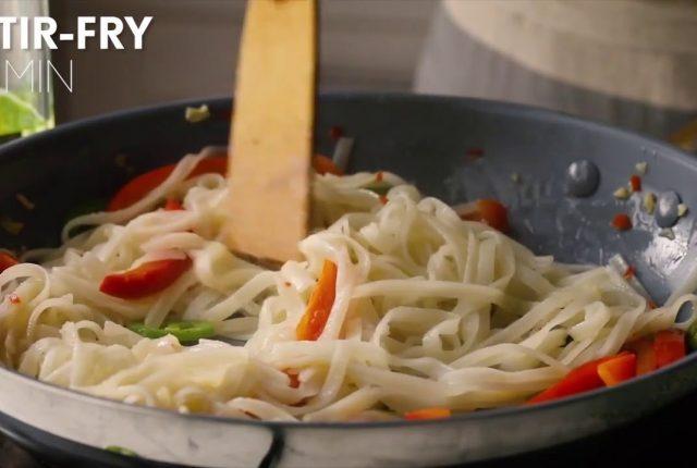 Noodles-in-brodo-con-tofu